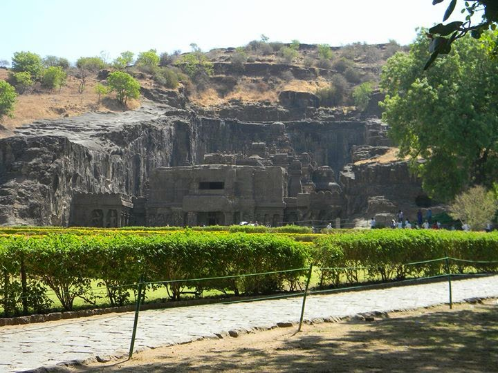 http://www.thewanderingsoul.in/2014/07/ellora-caves-ageless-and-astonishing.html