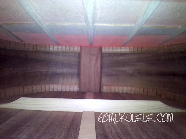 Kamaka HF-4DS Baritone ukulele inside