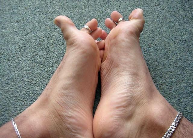Should Men Wear Toe Rings