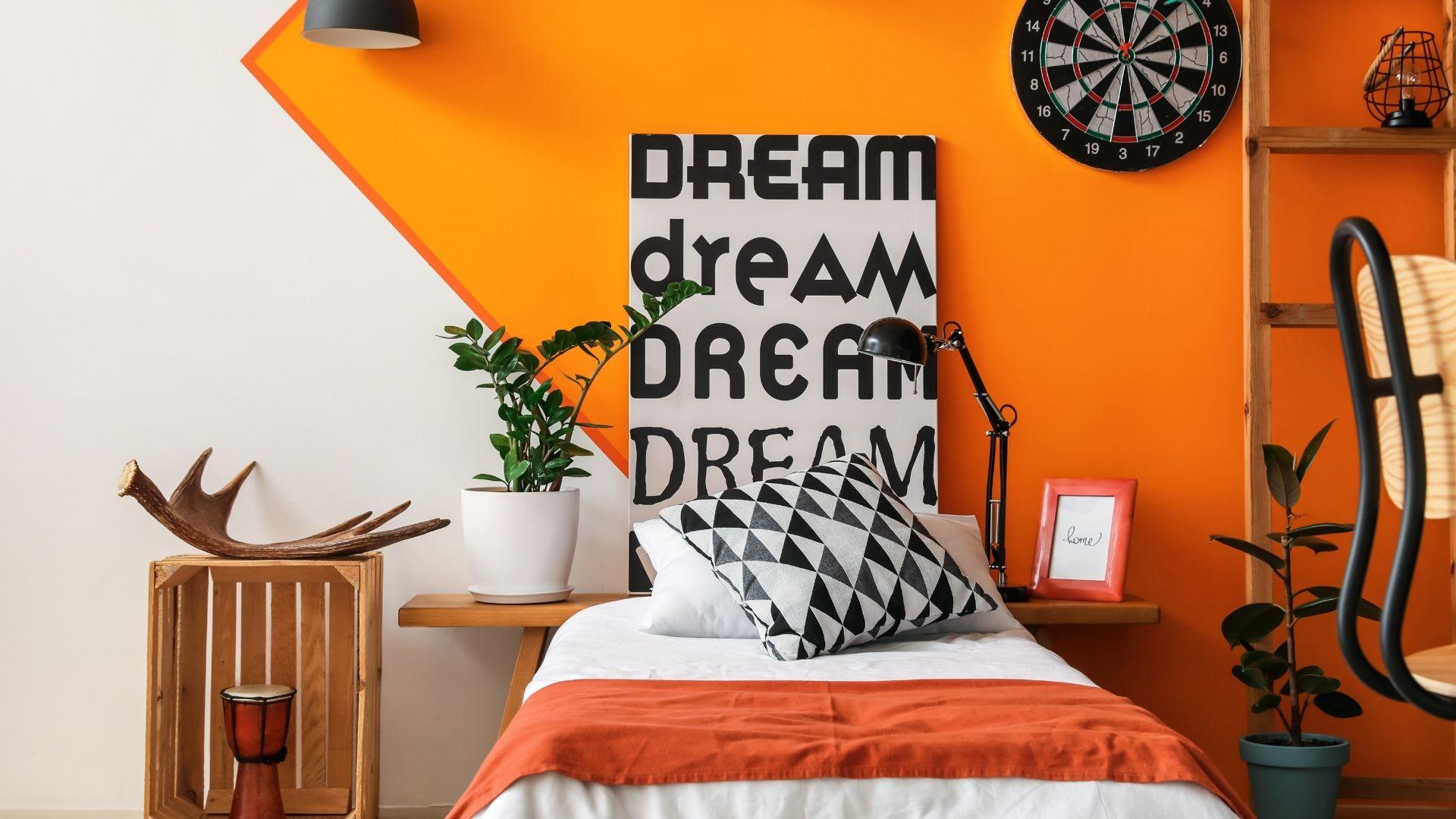 kolor pomarańczowy w sypialni