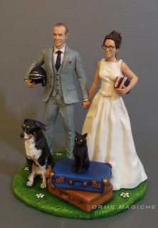 statuette matrimonio cake topper su commissione cane gatto tema viaggi valigie sposa lettrice orma magiche