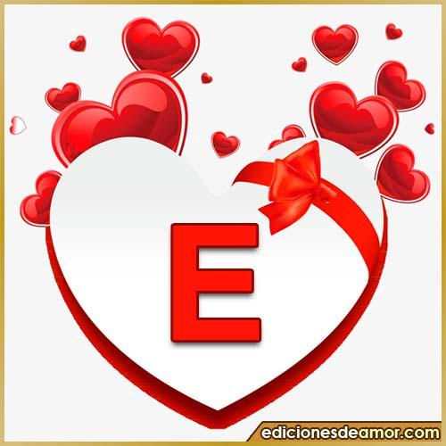 corazones volando con letra E