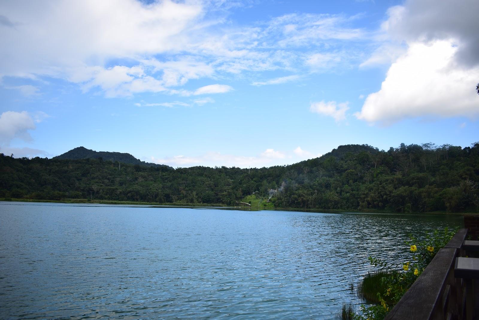 view dari cafe danau