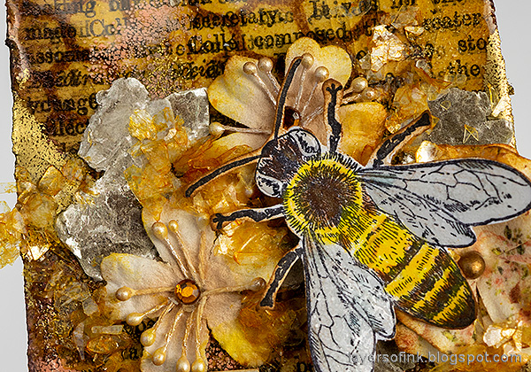 Layers of ink - Honey Bee Artist Trading Card Tutorial by Anna-Karin Evaldsson.