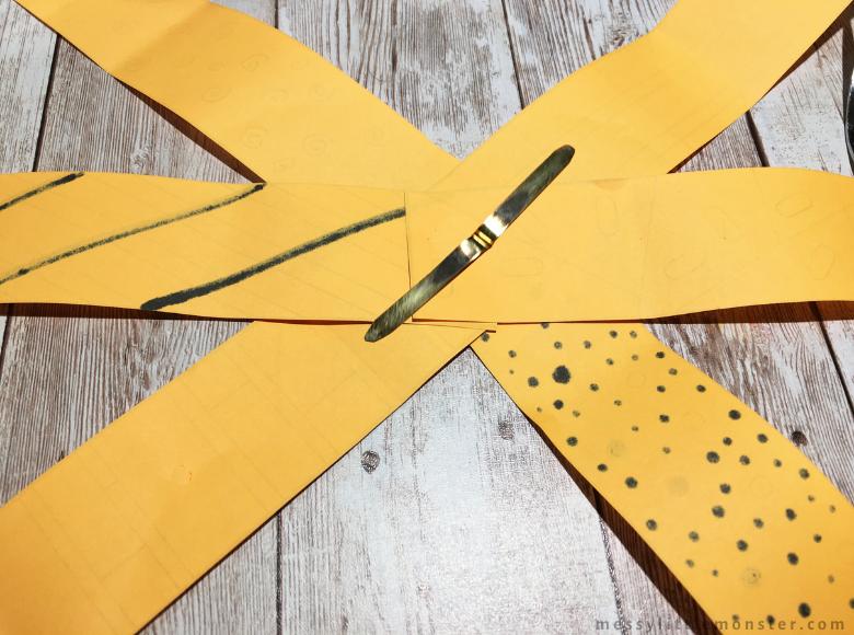 How to make a paper pumpkin craft