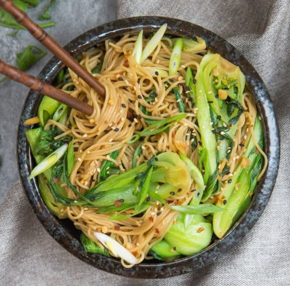 15 MINUTE SESAME GINGER NOODLES #vegetarian #vegan