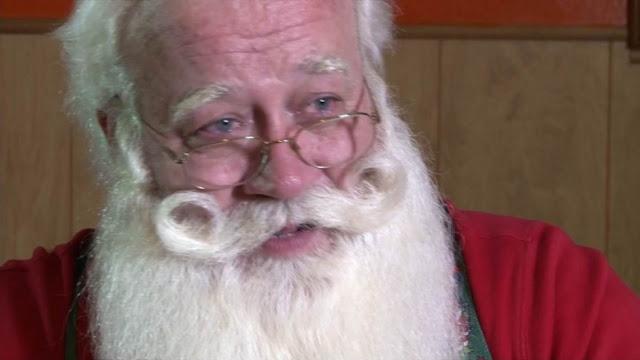 Пятилетний больной мальчик, боявшийся не дожить до Рождества, умер на руках у Санта-Клауса. Грустная история, которая трогает до слез