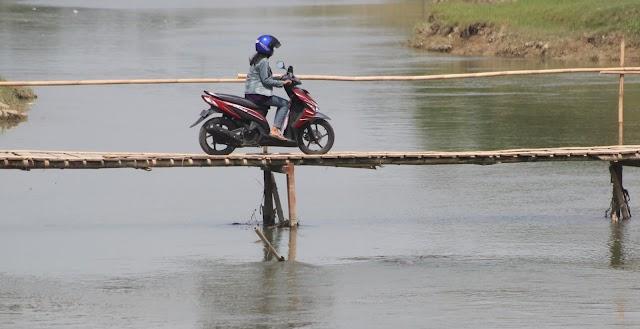 Foto Kenangan Jembatan Ogal Agil di Sungai Wulan