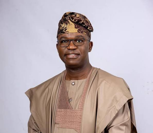 COVID-19: LAGOS SENATOR GIVES FINANCIAL SUPPORTS TO 1,200 SECOND BATCH CONSTITUENTS