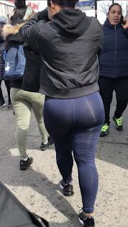 Mujeres hermosas caderas anchas calzas transparentes