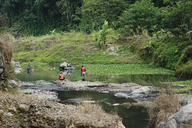 Para penghobi memancing di sungai Krasak