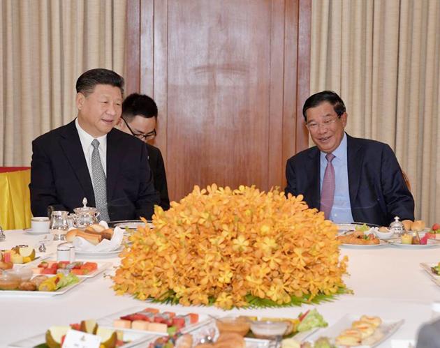 Xi Jinping et Hun Sen prenant leur petit-déjeuner ensemble