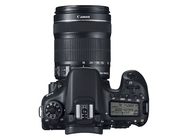 Canon EOS 70D - 18-135mm IS STM lens - top view