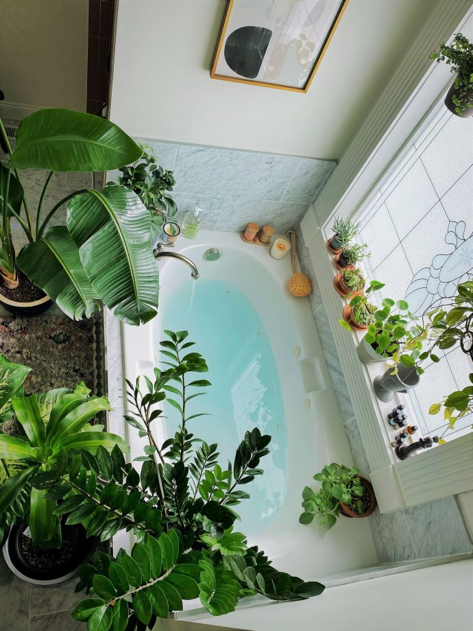 Bathroom with lots of plants- #selfcare #spa #bathroom #plants
