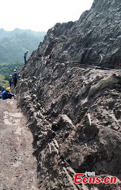 Large dinosaur fossil site found in SW China