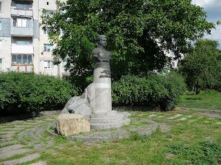 Золотоноша. Сквер. Памятник Д. П. Неверовскому