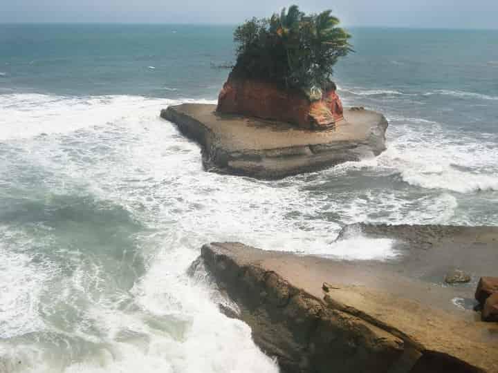 Wisata Pantai Palik