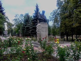 Новогродівка. Парк ім. Шевченка. Пам'ятник Кобзарю
