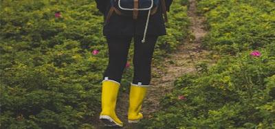 waterproof rubber shoes | monsoon mein kaun sa business karen
