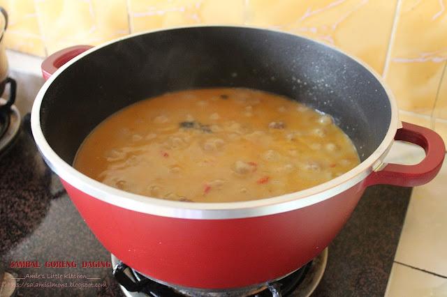 Sambal Goreng Daging (Daging Sekilo Bawang Sekilo)
