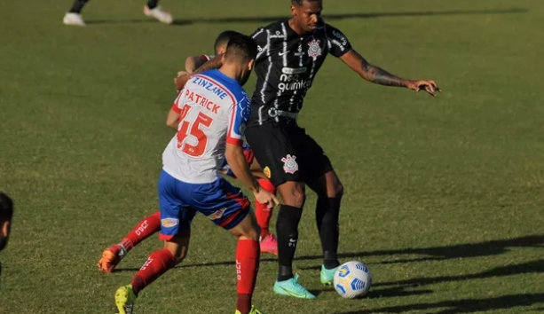 Bahia e Corinthians empatam sem gols em Salvador