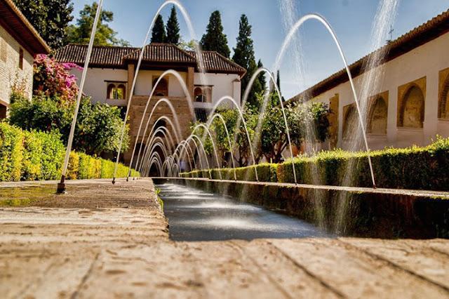 Lagoa artificial em Alhambra