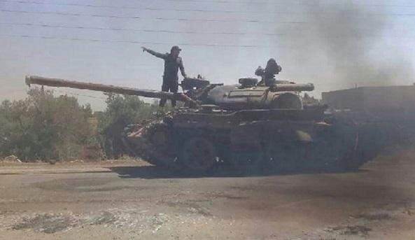المجموعات المسلحة في بصرى تواصل تسليم أسلحتهم الثقيلة للجيش.