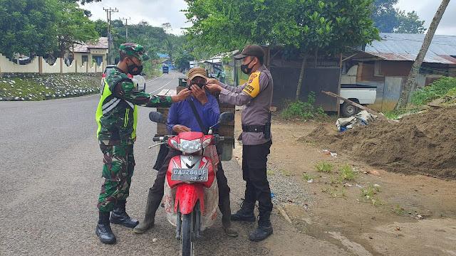 Penegakan Disiplin Protokol Kesehatan Sekaligus Patroli Keamanan Bersama Koramil 1001-01 dan Polsek Juai