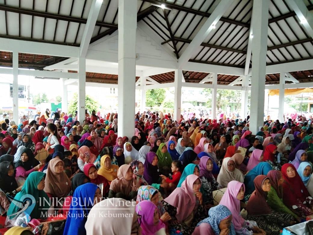 Hadirkan Ustadzah Mumpuni, 69 KPM di Gombong Diwisuda dari PKH