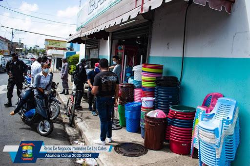Alcaldía de Cotuí, retira negocios informales ocupan espacios públicos