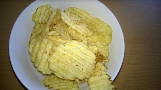 Kartoffelchips mit Dill.