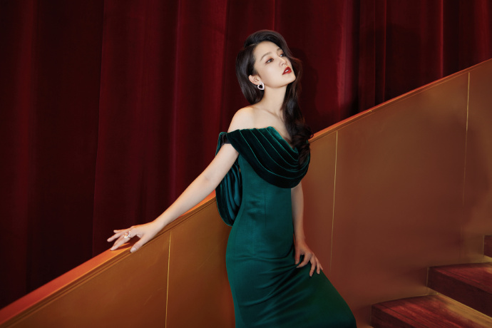 , Li Qin poses for photo shoot