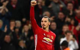 Ibrahimovic Beri Sinyal Bertahan di Manchester United