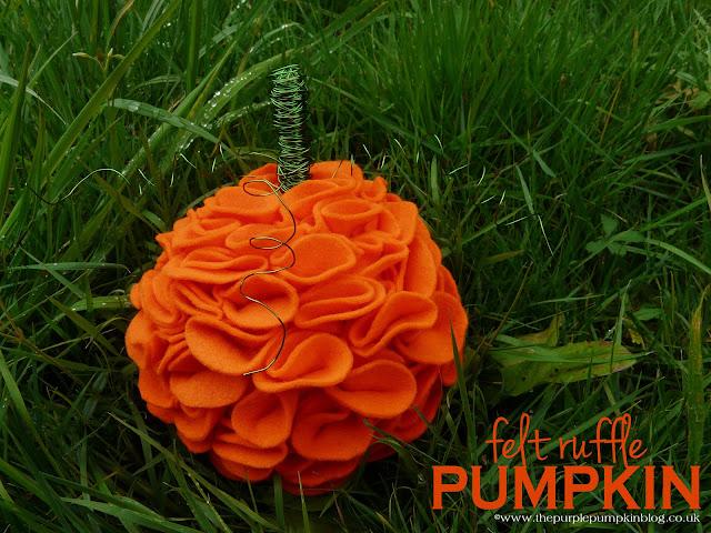 ~Felt Ruffle Pumpkin {Crafty October} at The Purple Pumpkin Blog~
