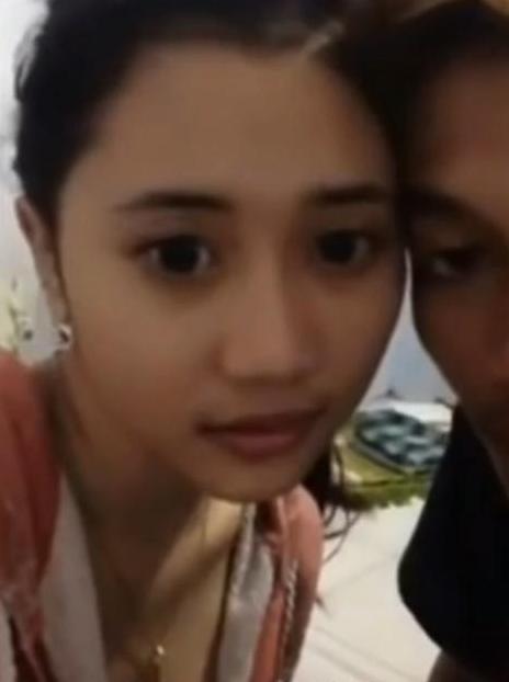 Wanita Cantik Ngesek Di Webcam
