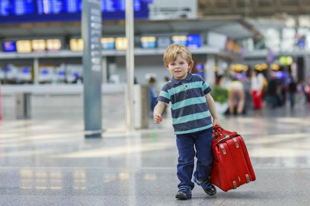 Crianças e Adolescentes podem viajar desacompanhados dos pais?