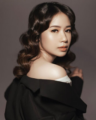 Laura Basuki artis cantik dan manis Rambut kriting