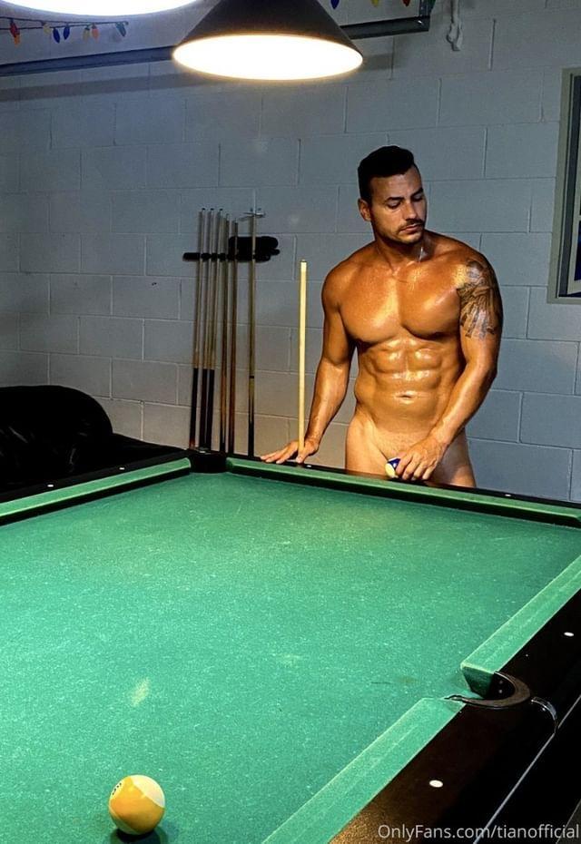 modelo colombiano desnudo
