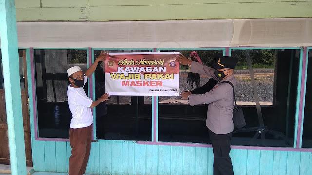 Personil Polsek Pulau Petak Sosialisasikan Kawasan Wajib Masker