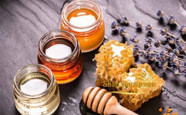 Thời điểm uống mật ong tốt nhất là vào sáng sớm, trước khi đi ngủ và nên uống trước bữa ăn>