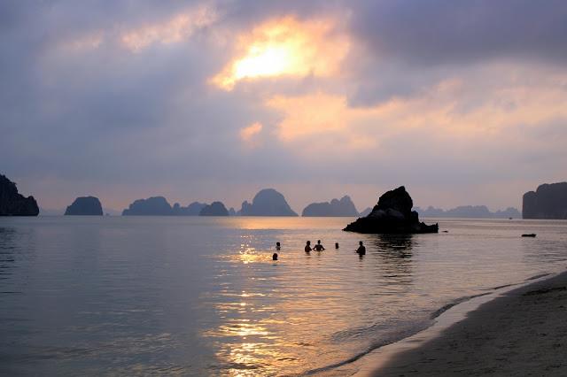 Bai Tu Long Bay – Another heaven in Quang Ninh province