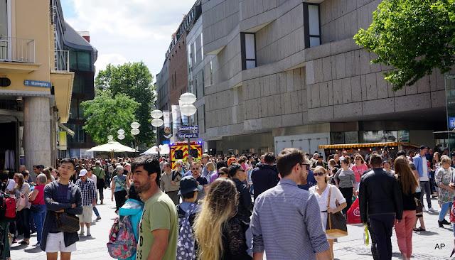 Mnóstwo ludzi wybrało się do miasta