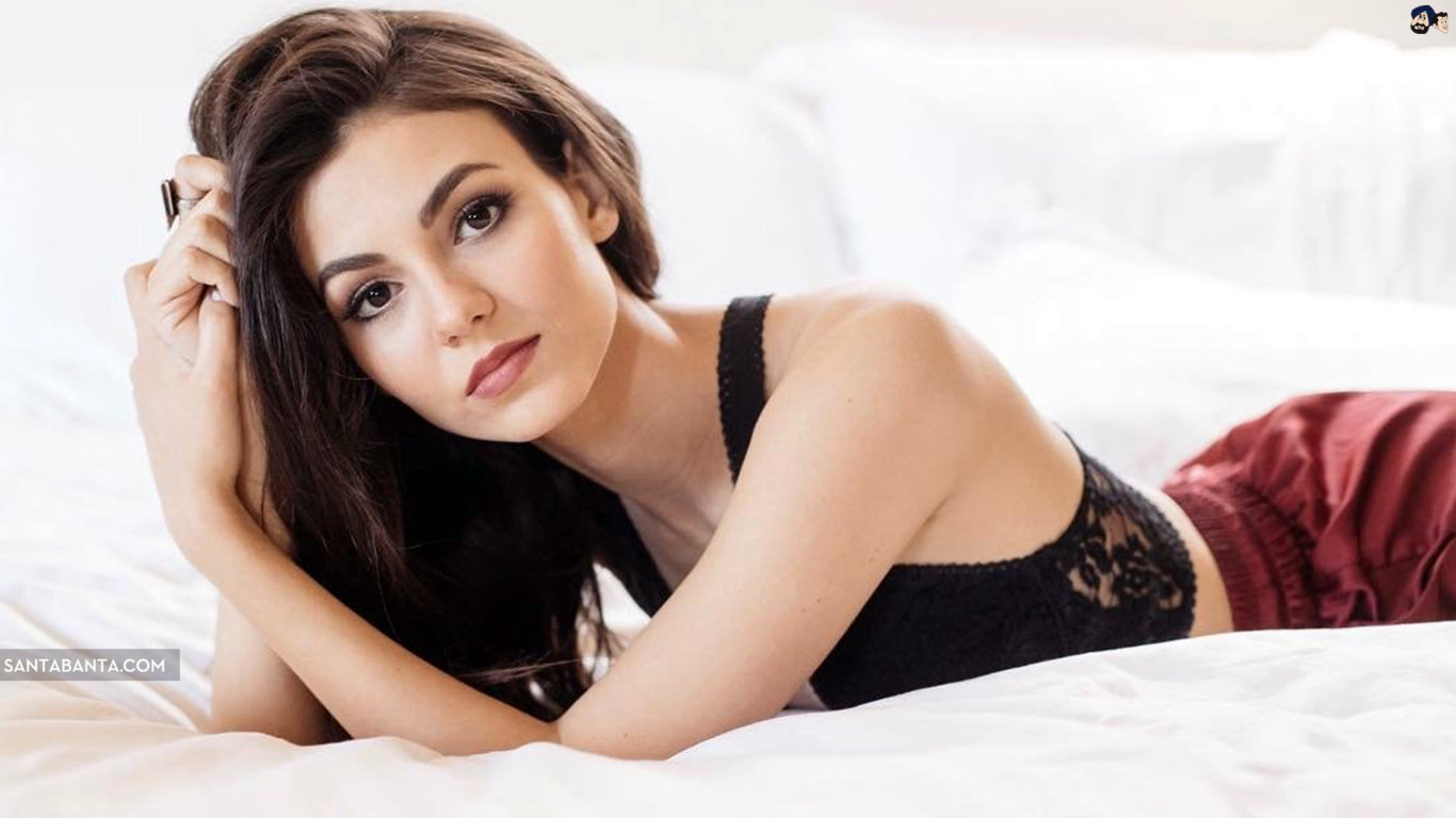Victoria Justice Awesome Hot Wallpaper