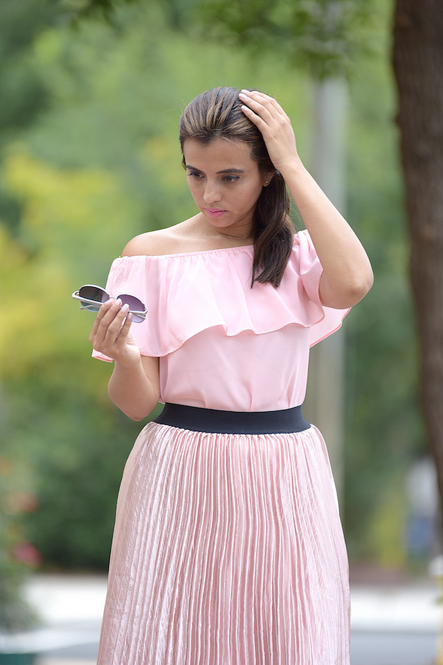 Wearing: Skirt/Falda: SheIn Top/Blusa: LightInTheBox Clutch/Cartera de Mano: Anne Klein Shoes/Zapatos: Qupid