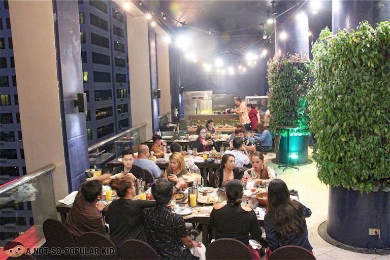 Encima Roofdeck interior, City Garden Hotel