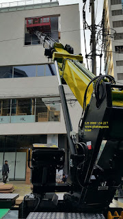 Xe thang nâng tự hành nâng người làm việc trên cao 30 m
