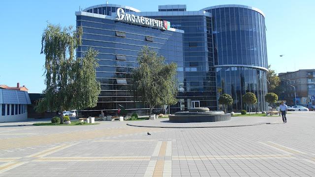 прирыночная площадь и торговый центр