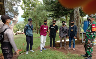 Bhabinkantibmas Polsek Lemahsugih Sosialisasikan 3M Pada Warga Binaanya Patuhi Prokes Selama Covid-19