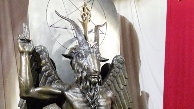 El Templo Satánico demanda a Netflix y Warner Bros por plagiar la estatua de un ídolo diabólico