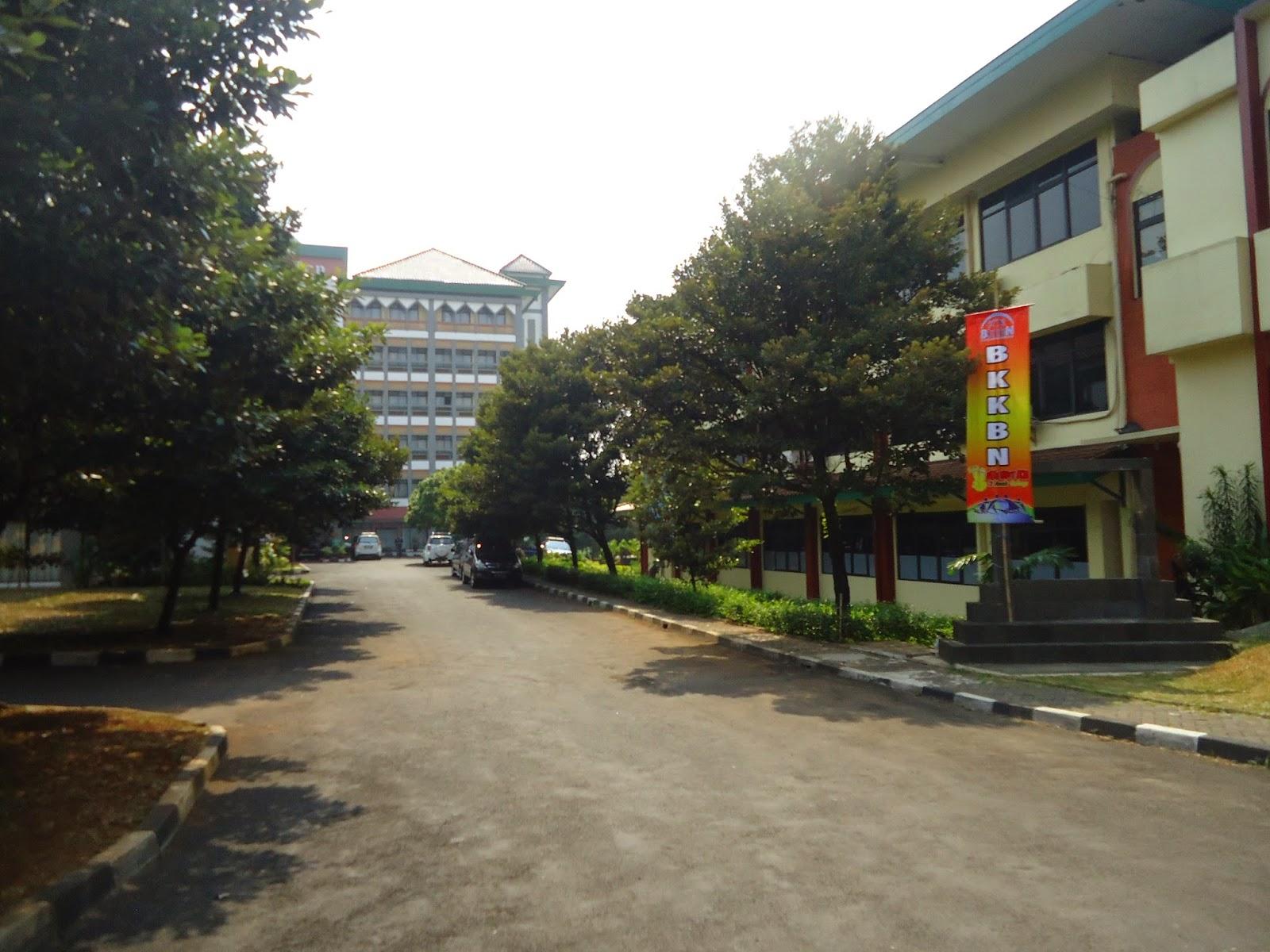Foto Penampakan Gedung Sekolah Pascasarjana UIN Syarif Hidayatullah Jakarta